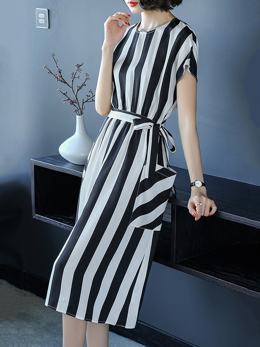 Round Neck Slit Pocket Vertical Striped Shift Dress