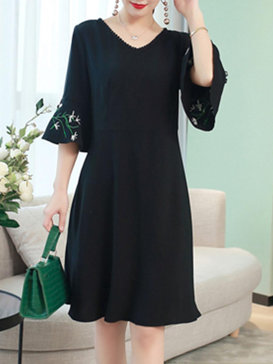 V Neck  Embroidery  Bell Sleeve Shift Dress