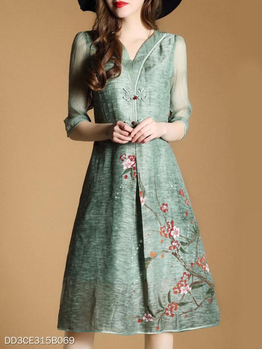 acb3328148686 V Neck Decorative Buttons Floral Printed Maxi Dress - berrylook.com