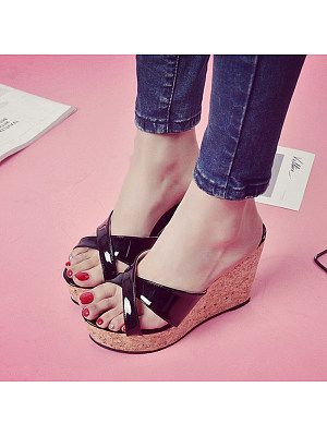 Fish mouth cross slope with leisure sandals