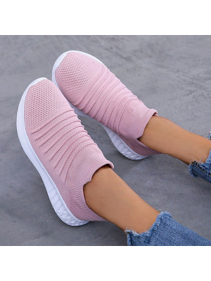 Comfortable casual sneakers фото